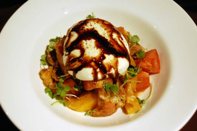 Fresh burrata & heirloom tomatoes
