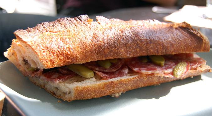 CAW saucisson sec sandwich